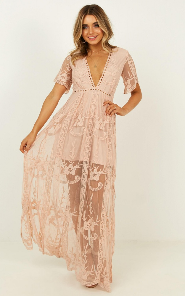 /t/n/tnlove_spell_maxi_dress_in_blush_lace.jpg
