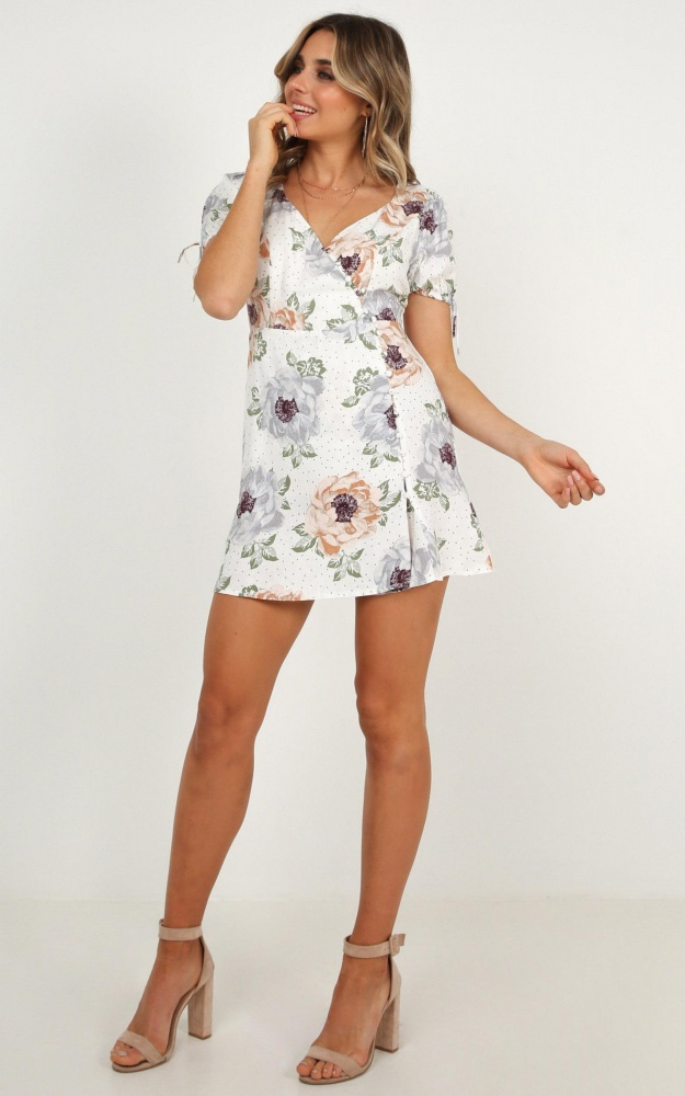 /w/a/wake_up_with_you_dress_in_white_floral_ro.jpg